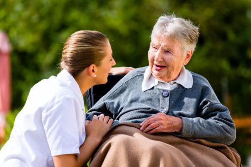 5 Things Elderly Individuals Do That Warm Caregivers' Hearts
